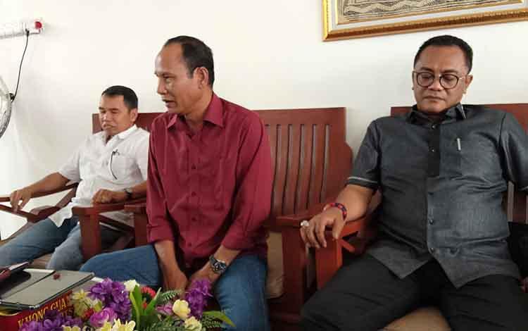 Sigit K Yunianto (kanan) kembali dipercaya sebagai Ketua DPRD Palangka Raya. Jabatan ini merupakan yang ketiga kalinya bagi SIgit