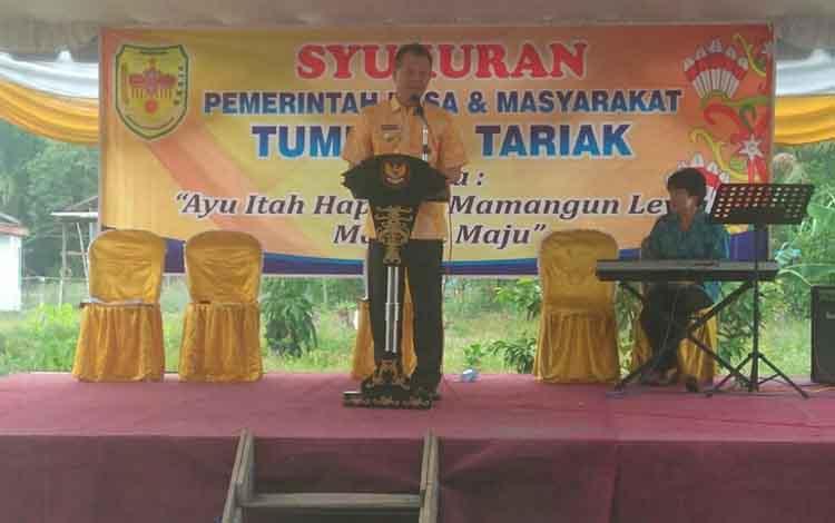 Bupati Gunung Mas, Jaya S Monong saat menghadiri syukuran Pemerintah Desa Tumbang Tariak, Jumat, 6 September 2019.
