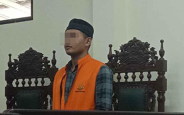 Ro alias Jal terdakwa kecelakaan kerja saat di Pengadilan Negeri Sampit, Jumat, 6 September 2019. Hakim memertanyakan perusahaan tidak ikut bertanggungjawab soal itu.