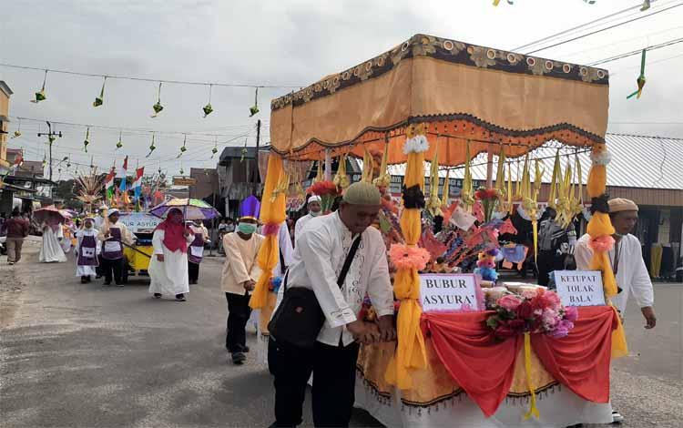 Pawai 1 Muharram di Sukamara berlangsung meriah. Pawai ini dilaksanakan untuk memeriahkan Tahun Baru Islam, Sabtu 7 September 2019