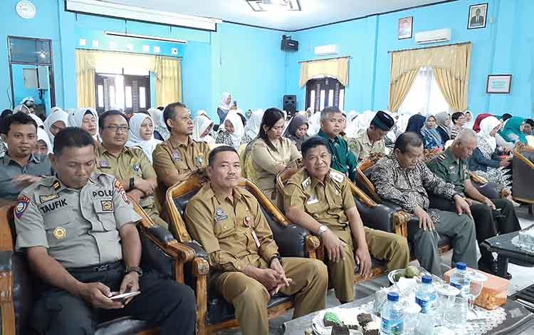 Wakil Bupati Sukamara H Ahmadi apresiasi pelatihan yang digelar Ikatan Bidan Indonesia di aula Bappeda, Senin, 9 September 2019.