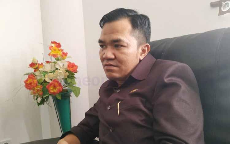 Ketua Sementara DPRD Pulang Pisau, Ahmad Rifa\\\'i saat diwawancarai terkait peningkatan kapasitas aparatur desa sangat penting untuk memaksimalkan pelayanan kepada masyarakat