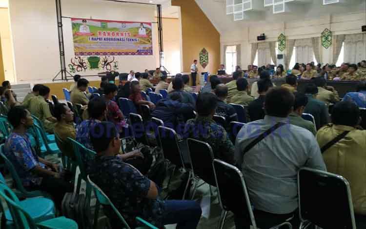 DPMD Pulang Pisau mengadakan Rakornis Peningkatan Aparatur Desa Berbasis Aplikasi, Senin 9 September 2019. Rakornis ini diikuti oleh camat, lurah, kepala desa, dan seluruh aparatur desa berbasis aplikasi