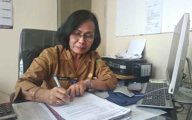 Plt Kepala BKPP Kota Palangka Raya, Mesliani Tara menjelaskan tahapan job fit tinggal pengusulan rekomendasi di kantornya, Senin, 9 September 2019.