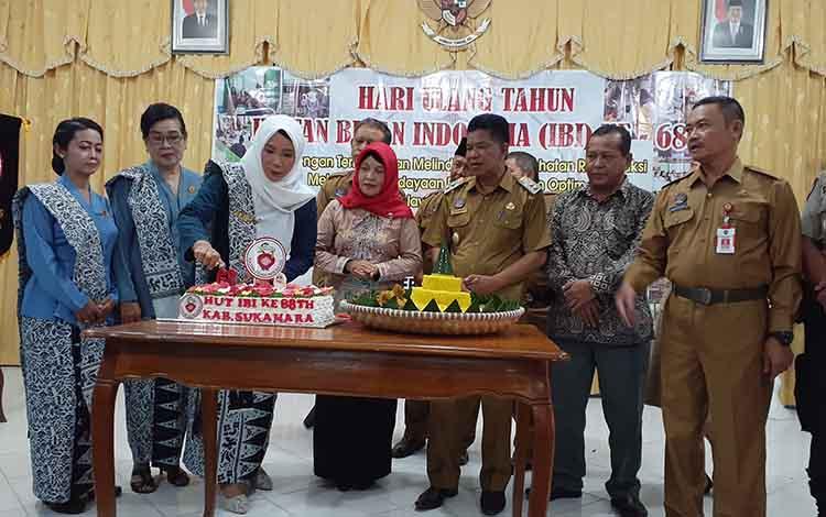 Ikatan Bidan Indonesia Kabupaten Sukamara saat memeringati hari jadi ke 68 di aula Bappeda setempat, Senin, 9 September 2019.