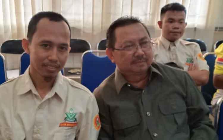 Anggota DPRD Kapuas Rosihan Anwar (kanan) berharap pemkab terus membina organisasi masyarakat atau ormas dan lembaga swadaya masyarakat (LSM).