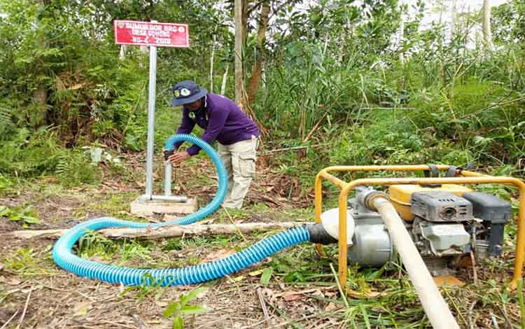 Sumur bor yang terletak di Desa Gohong, Kabupaten Pulang Pisau itu dapat berfungsi dengan baik. Sementara itu Badan Restorasi Gambut akan memeriksa semua sumur bor yang telah dibangun di Kalimantan Tengah