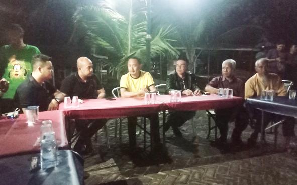 Wali Kota Palangka Raya Fairid Naparin saat menyambangi para PKL di Taman BMX Garuda Palangka Raya, Rabu 11 September 2019 malam.