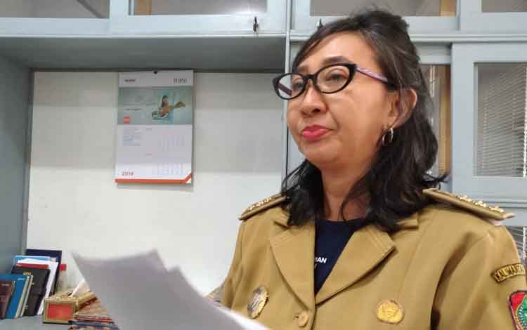 Kabid Pencegahan dan Pengendalian Penyakit Dinas Kesehatan Provinsi Kalteng, Endang Sri Lestari saat diwawancara terkait peningkatan penderita ISPA, Rabu 11 September 2019