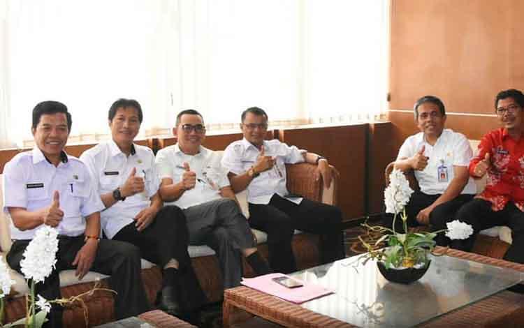 Kepala SOPD lingkup Pemerintah Kabupaten Barito Utara saat mengikuti desiminasi dan diskusi aksi pencegahan korupsi di Provinsi Kalimantan Tengah, Rabu, 11 september 2019