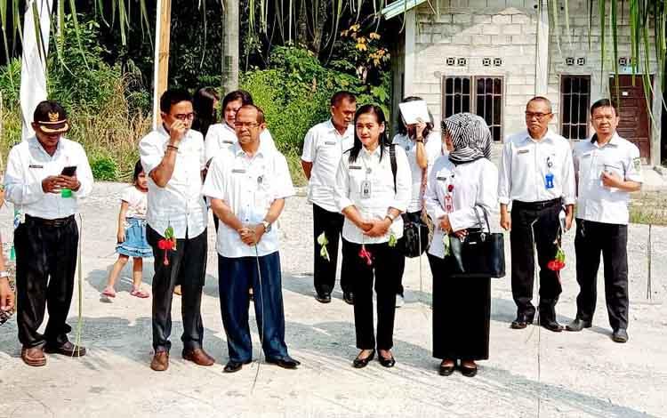 Tim penilai menyambangi Desa Trinsing, Kecamatan Teweh Selatan mewakili Kabupaten Barito Utara mengikuti lomba Gerakan Sayang Ibu atau GSItingkat Provinsi Kalimantan Tengah tahun 2019.