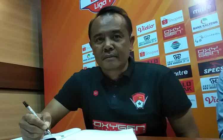 Manajemen mempercayakan Aris Renaldie sebagai pelatih kiper, Kalteng Putra.