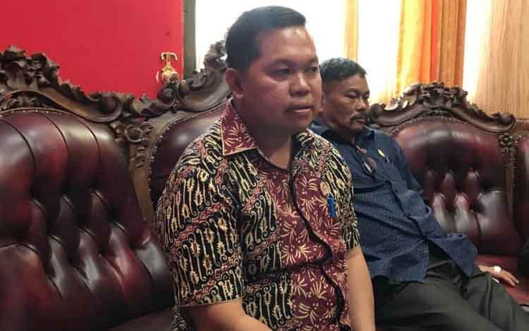 Wakil Ketua Sementara DPRD Kapuas Yohanes. Dia mengatakan DPRD Kapuas konsultasikan rancangan tatib dan kode etik dewan ke Biro Hukum Setda Pemprov Kalteng.