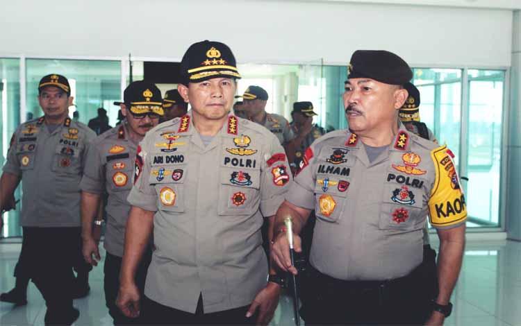 Kapolda Kalteng Irjen Ilham Salahudin (kanan). Kapolda menyampaikan keberadaan Polwan memiliki peran kompleks dalam melaksanakan tugas sebagai anggota Polri