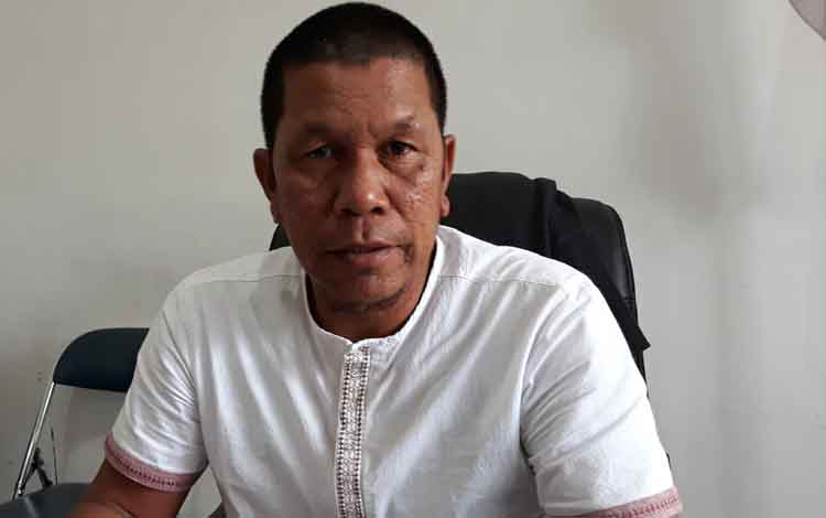 Anggota DPRD Kapuas Lawin mengharapkan transksi keuangan investor di Kapuas via bank di daerah.