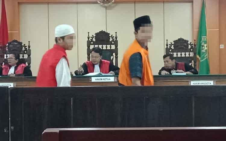 Terdakwa MNSalias Putdan AMRalias Angalias Bu memberikan keterangan atas kasus pencurian di sekolah yang dilakukan bersama Alpian (DPO, saat sidang di Pengadilan Negeri Sampit, Rabu, 11 September 2019.