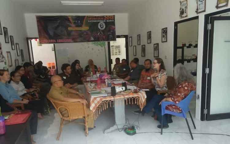 Kayu Meranti Kalimantan saat ini terancam punah, sehingga harus dilindungi. Hal ini saat didisikusikan oleh para delegasi pemerhati lingkungan di dunia, Rabu 11 September 2019