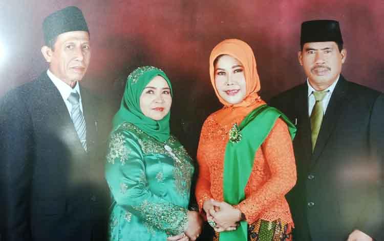 Anggota DPRD Kotim H Hademan (kiri) dan istri bersama H Rambat (kanan) dengan istrinya Hj Suprianti atau Ibu Rambat saat di DPRD Kotim. Ada tiga nama yang digadang-gadang berdampingi dengan ibu Rambat pada Pilkada Kotim.