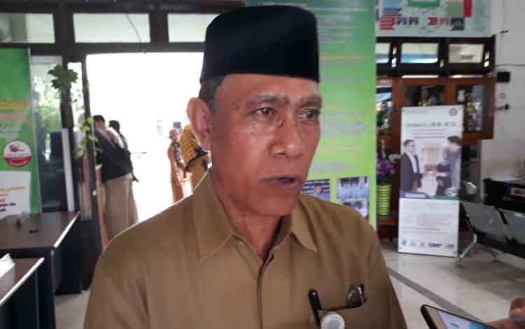 Kepala Kementerian Agama Kabupaten Kapuas, Ahmad Bahruni saat diwawancarai terkat kerja sama dengan IAIN Palangka Raya untuk meningkatkan SDM guru madrasah