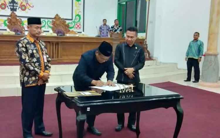 Tiga nama unsur pimpinan definitif DPRD Kabupaten Sukamara telah disetujui. Dan nama tersebut akan diusulkan ke Gubernur Kalteng untuk mendapatkan SK