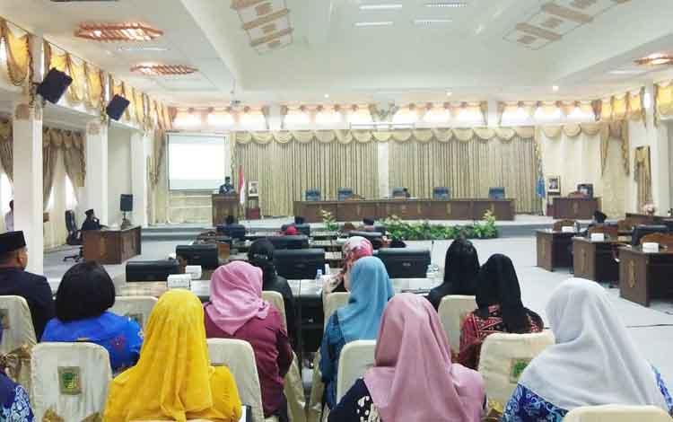 Wakil Bupati Barito Utara, Sugianto Panala Putra membacakan pidato pengantar rancangan KUPA dan PPAS-P tahun anggaran 2019, Kamis 12 September 2019