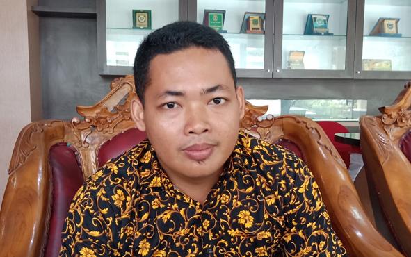 Anggota DPRD Kabupaten Kotawaringin Timur Khozaini mendorong masyarakat membuat terobosan baru untuk menjadi peternak.