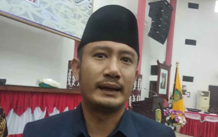 Fairid Naparin, Wali Kota Palangka Raya saat diwawancarai terkait peringkat 2 pencegahan korupsi diseluruh Kalimantan Tengah