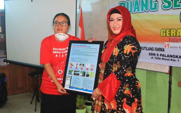 Wali Kota Palangka Raya Umi Mastikah mengakui saat ini kualitas udara Kota Palangka Raya sudah masuk masuk kategori sangat berbahaya saat lounching ruang sehat tolak asap di SDN 6 Palangka Raya, Kamis, 12 September 2019.