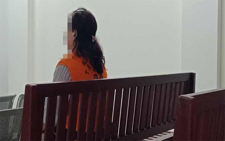 Satya Ningsih terdakwa kasus sabu menjalani sidang di Pengadilan Negeri Sampit, Kamis 12 September 2019. Residivis ini terancam hukuman 6 tahun penjara kasus sabu