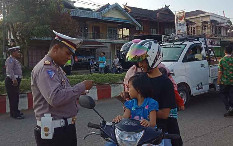 Pelaksanaan Operasi Patuh Telabang 2019 oleh Satlantas Polres Murung Raya. Selama operasi itu, polisi menindak 238 pelanggaran.