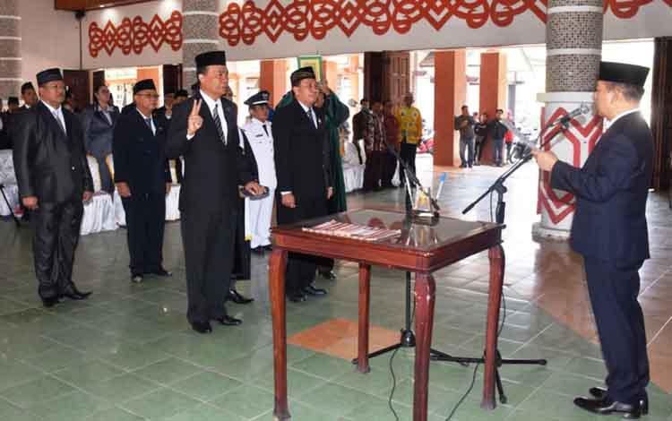 Pelantikan pejabat di lingkungan Pemkab Kapuas, di antaranya pejabat eselon II mengisi jabatan kepala SOPD dan Badan di Aula Bupati pada Jumat, 13 September 2019.
