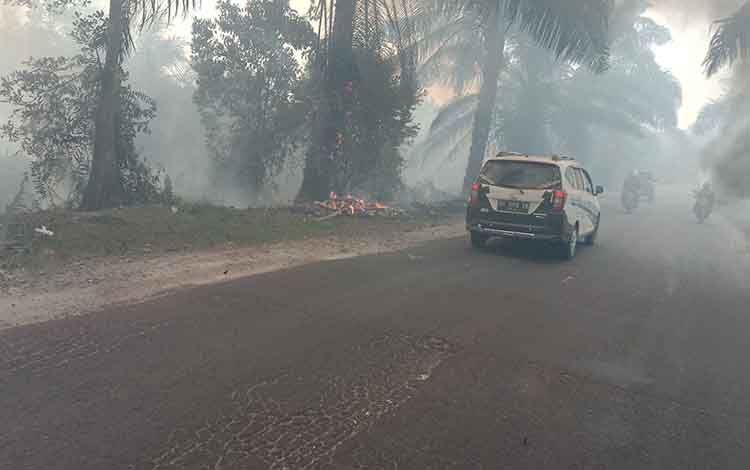 Kebakaran lahan di Kota Sampit yang terus terjadi. Legislator minta siswa di Kotim harus diliburkan, jika tidak, dinas pendidikan diminta bertanggungjawab.