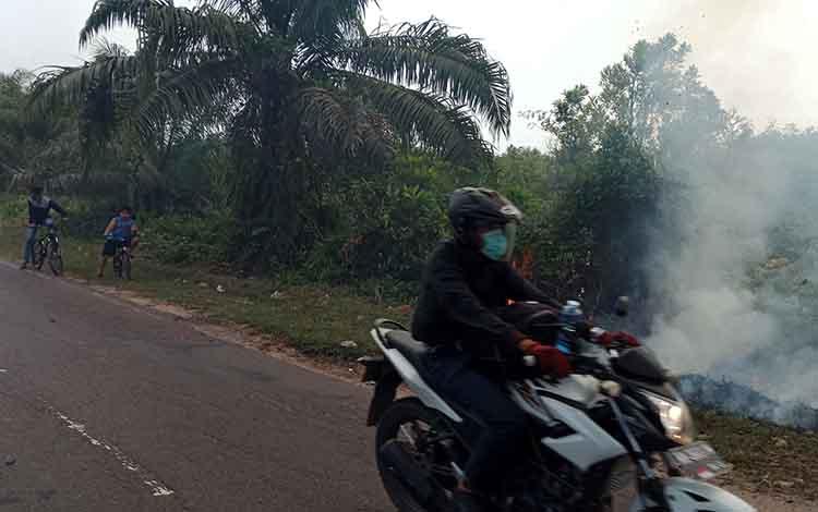 Kebakaran lahan di Kota Sampit, Kabupaten Kotim. DPRD mendesak pemkab agar segera mengoordinasikan seluruh perusahaan dan pengusaha di Kotim, agar turut mengatasi kebakaran hutan dan lahan.