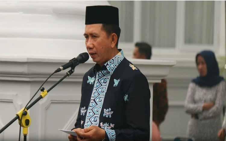 Bupati Barito Utara, Nadalsyah menyampaikan sambutan saat penyambutan jemaah haji, Minggu 15 September 2019. Bupati mengharapkan kepada jemaah haji untuk terus meningkatkan kualitas amal ibadah dan jariah