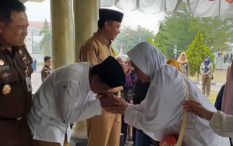 Jamaah haji Kabupaten Sukamara diharapkan dapat menjadi panutan bagi keluarga maupun masyarakat lainnya, Senin, 16 September 2019.