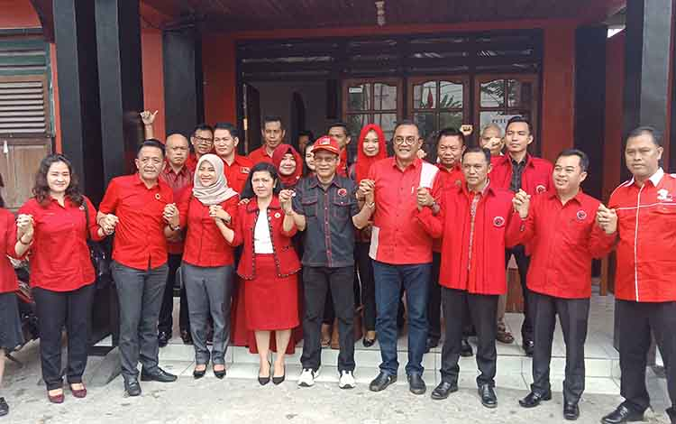 Pengurus DPD,  DPC dan fraksi PDI Perjuangan, Senin, 16 September 2019.