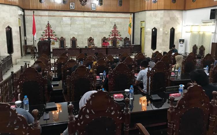 DPRD Kabupaten Kapuas menggelar Rapat Paripurna Internal, Senin, 16 September 2019. Terdapat dua rangkaian kegiatan dalam rapat ini.