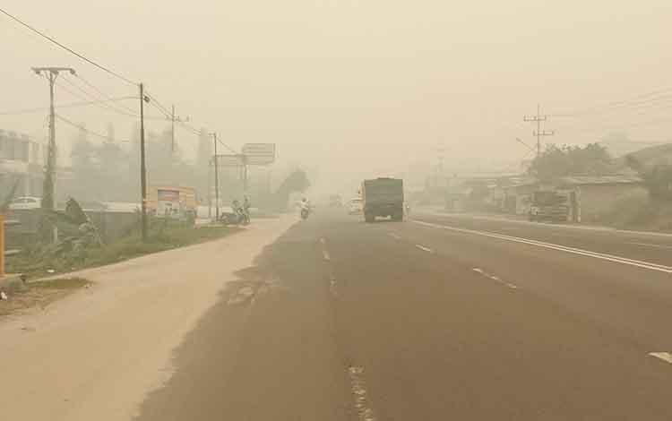 Pemerintah Provinsi Kalimantan Tengah segera menetapkan status dari siaga darurat menjadi tanggap darurat kebakaran hutan dan lahan atau Karhutla. Nampak kabut asap akibat Karhutla begitu pekat di Kota Palangka Raya.