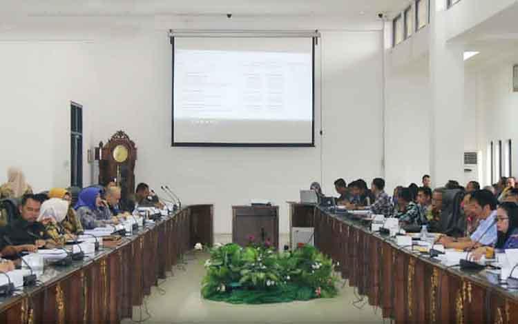 Rapat pembahasan KUPA dan PPAS-P APBD Kabupaten Barito Utara tahun anggaran 2019 antara pemerintah daerah dan DPRD, Senin 16 September 2019