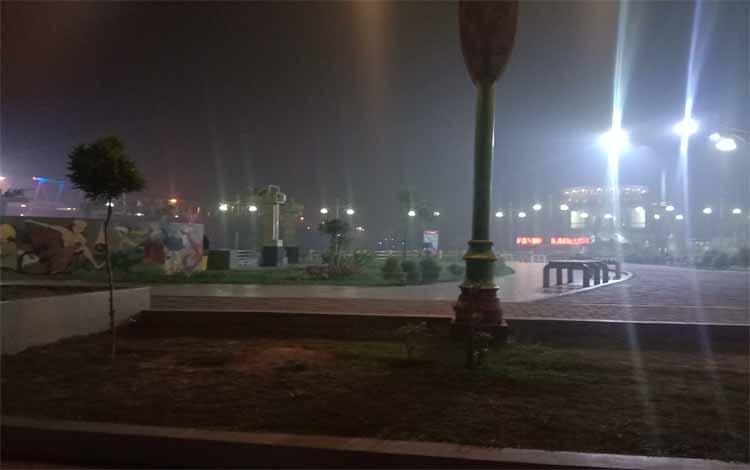 Taman Pasuk Kameluh, Kota Palangka Raya sepi pengunjung, Senin 16 September 2019. Sepinya pengunjung ini karena saat ini wilayah Palangka raya dilanda kabut asap