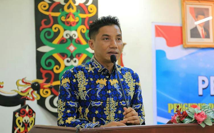 Bupati Kotim Supian Hadi menyebut, kabut asap pekat dalam beberapa waktu terakhir tidak hanya menyebabkan berbagai masalah kesehatan, tetapi sudah mengganggu perekonomian di Kota Sampit.