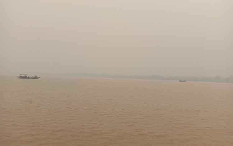 Feri penyeberangan diminta lebih waspada saat beroperasi ditengah kabut asap, Senin, 16 September 2019.