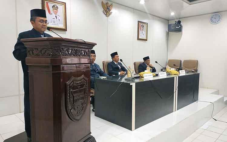 Proses pelantikan dan pengambilan sumpah janji 33 pejabat Pemkab Barito Utara, Senin 16 September 2019. Kegiatan itu dipimpin Bupati Barito Utara, Nadalsyah.