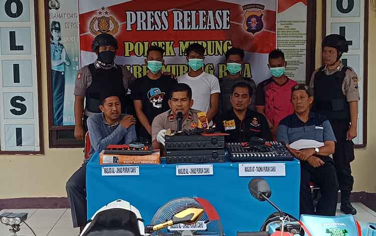 Polsek Murung saat menggelar Press Rilise menyampaikan jumlah curian empat sekawan yang mencapai Rp 10 Juta berupa sound system ditempat ibadah, Selasa, 17 September 2019.