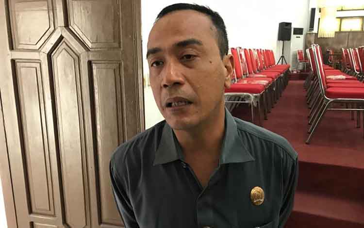 Anggota DPRD Kapuas, Ahmad Zahidi ingin  kebersihan area kantor DPRD terus dijaga.