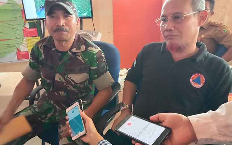 IC Karhutla Kabupaten Pulang Pisau, Mayor Inf Mulyadi saat diwawancarai terkait lahan yang terbakar akibar Karhutla mencapai 5.000 hektare