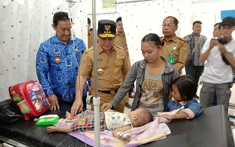 Gubernur Kalimantan TengahSugianto Sabran meninjau fasilitas di Rumah Sakit Umum Daerah (RSUD) Pulang Pisau, Selasa, 17 September 2019.