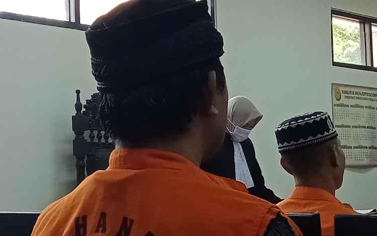 Sarliansyah alias Sarli terdakwa kasus penganiayaan terhadap ibu rumah tangga terancam 5 bulan penjara. Tuntutan dibacakan dalam sidang di Pengadilan Negeri Sampit, Selasa, 17 September 2019.