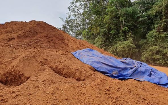 Lokasi galian C diduga ilegal di Tumbang Kalang, Kecamatan Antang Kalang yang kini berproses secara hukum. Sebuah alat berat jenis excavator dan truk diamankan jajaran Polres Kotawaringin Timur dari lokasi ini.
