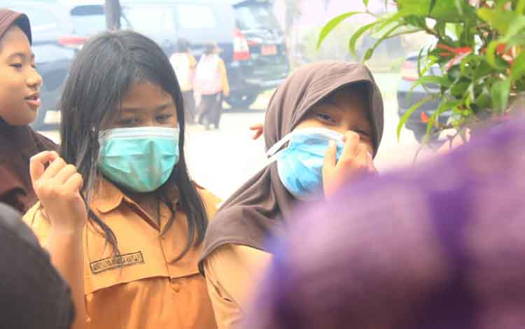 Dinas Pendidikan Kota Palangka Raya memperpanjang libur peserta didik sampai akhir pekan ini, dampak kabut asap yang masih pekat.